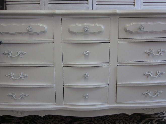 White long french dresser by EntriWP