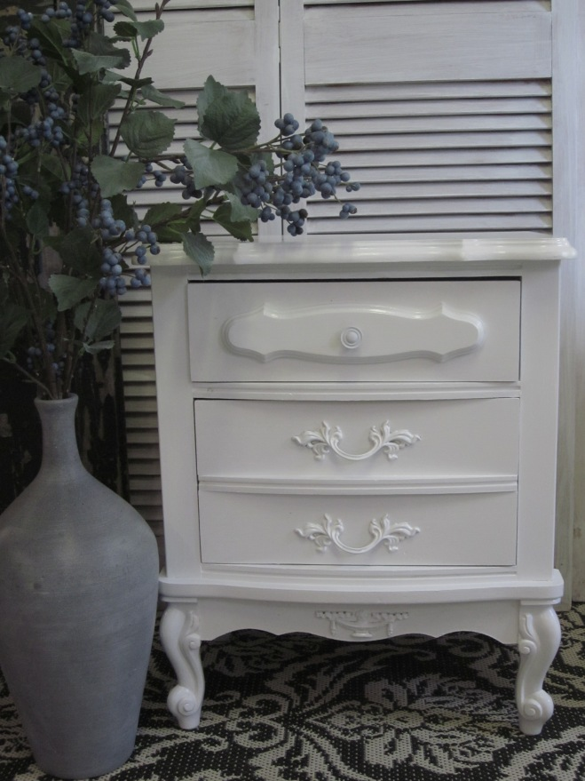 White French Nightstands by EntriWP
